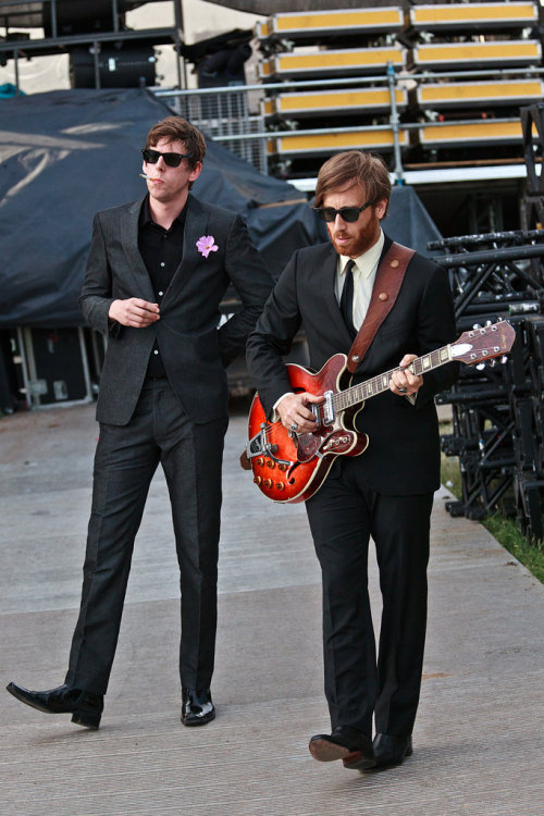 Yes! thetieguy:  i LOVE the black keys!