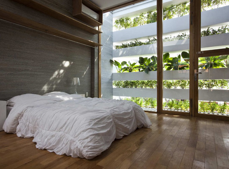 ruemag:  Such a peaceful way to catch your zzz's: amongst a wall of plants.  source.