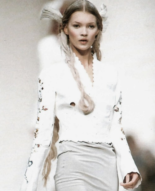 gethecool:  Kate Moss @John Galliano F/W 1994.