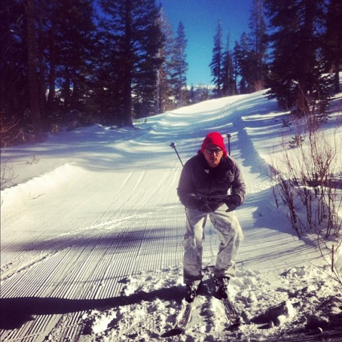 something new🎿 : i wish i was a pro #photoadaychallenge day 16 #febphotoaday #time2flycalifornia #vacation #iphoneography #havingfun  #instagram #puertoricotocalifornia #kirkwood #california #pine #snow #sky #mountain #ski  (Taken with Instagram at Kirkwood Mountain Resort)