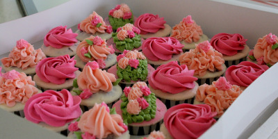 HCC011-2011. Pink and peach colour hantaran cupcakes by impiankitchen@gmail.com on Flickr.