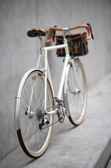 styleessentials:  oh baby  I want this bike💗