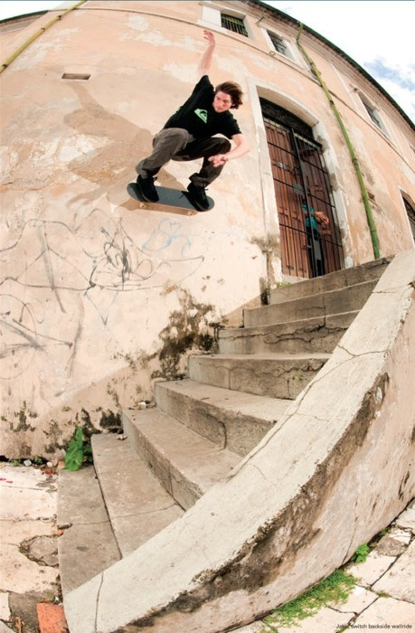 justinbui:  pyrex-vision:  jake johnson switch backside wallride is the hardest damn trick  what the fuck, this is switch?….