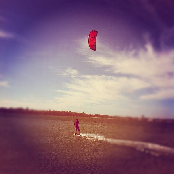 Kite surfing #sports #surfing #pointwalter#igersperth #igerswestoz #iphoneography #jimcaro #blogbastic #pinoy #pinoyexpat  (Taken with instagram)