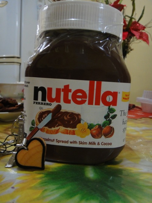 Wahhhhh !!! NUTELLA !!!  This is one of the best thing that I receive before my birthday XDD  But first I want to share alots of things before my birthday but this one of that :)) NUTELLA ROCKS \m/   My brother brought me this and iloveit <3333