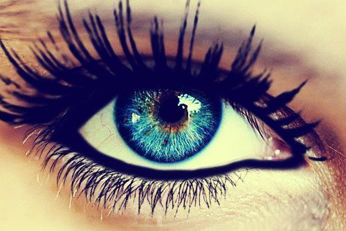 fabulouseverything:  love her eyes ♥