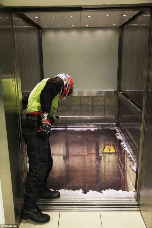 laughingsquid:  Open Elevator Shaft Illusion in London Shopping Center  haha cool