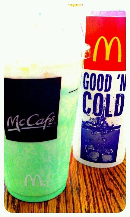 #fotodroids #bored #love #photography #streamzoo #Shamrockshake #McDonald's #soda (uploaded with Streamzoo.com)