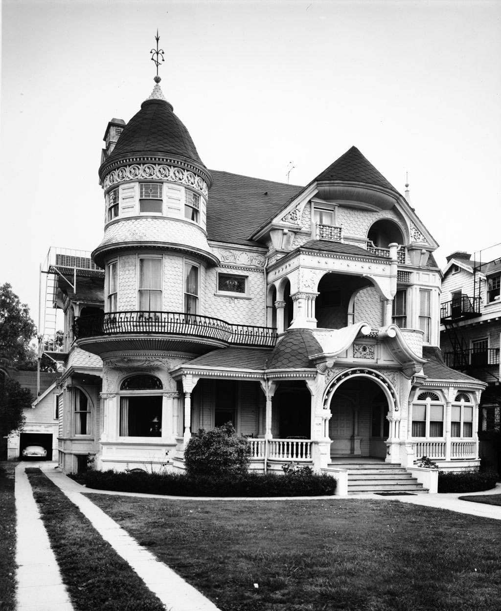 "memoriastoica:  Charles Capen's residence, known as the ""White Castle"", located at 818 West Adams Boulevard."