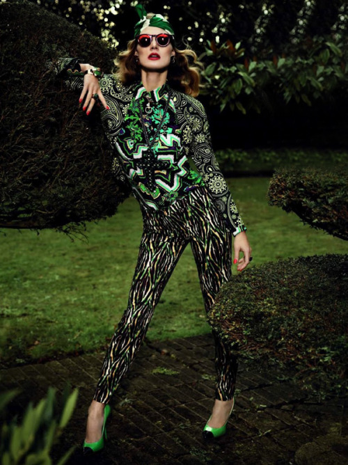 spinningbirdkick:  Josh Olins / Vogue Paris March 2012.  Crazy-awesome print-mixing.