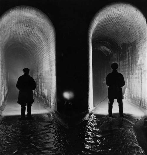 Two sewer workers examine the Fleet sewer, London, at low water level, 14 January 1914 George Konig/Keystone Features/Getty Images