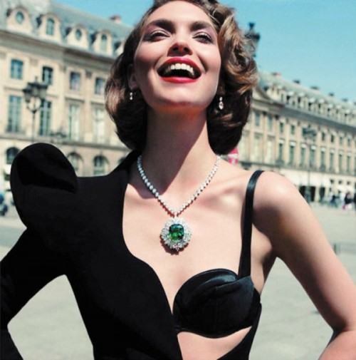 Diamonds are a girls best friend - especially in Paris :) Pin It