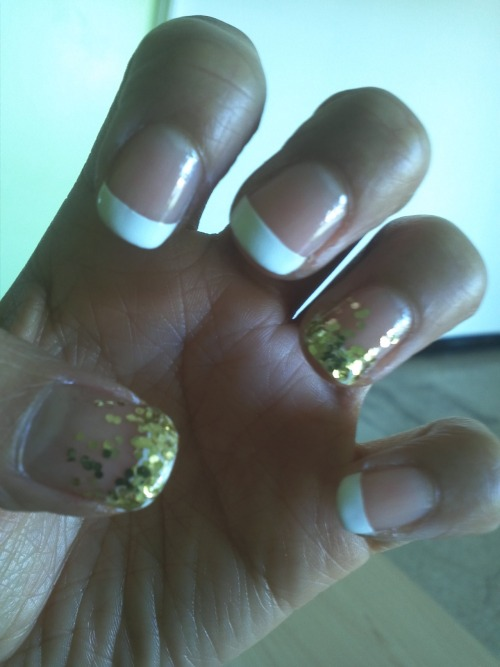 #febphotoaday Something new. New gold glitter nail polish & design :)