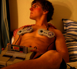 lightningsshadow:  paranoidandroid42:  yes i'm a boy yes i play videogames ;] don't hit on me silly girls xoxoxo  wft boys don't play videogames get back in the garage and fix my car.