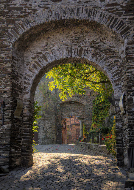 Castle Portals, Reichsberg, Germany photo via justalovelydream