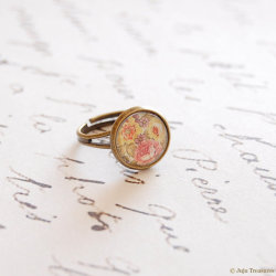 Vintage Floral Pattern Ring by Juju Treasures