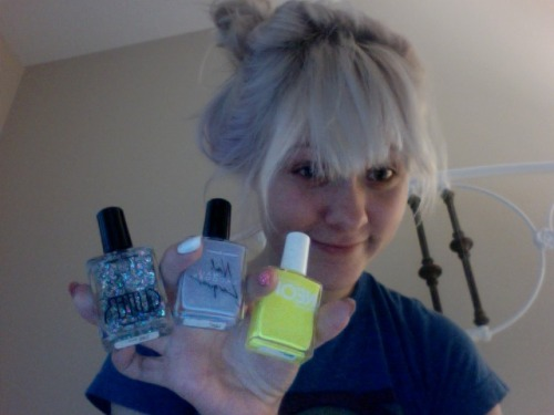 3 new nail polish colours from American Apparel, it's dark in here cause the weather is poo. >:
