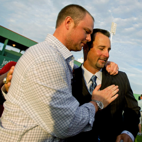 ship-me-up-to-boston:  Jon Lester, Left, embraces Red Sox teammate Tim Wakefield, who announced his retirement Friday.  Lestah and Wakeh