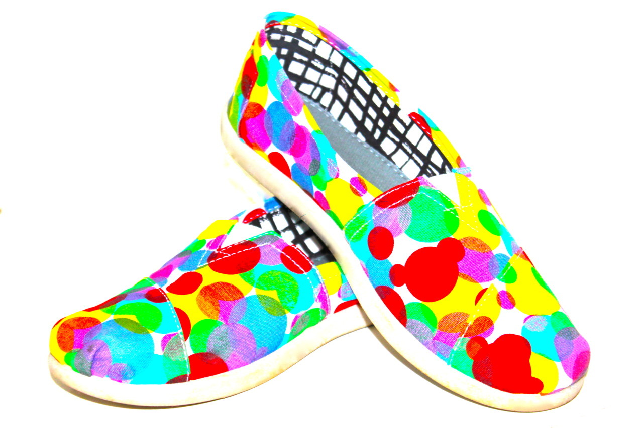 she-loves-rainbows:  Colorful Toms    More color right here! :)