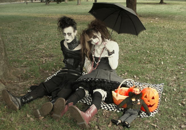 gothicgirlie:  Awesome looking people ftw.