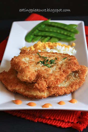 imgoingtobeacook:  Chicken Schnitzel click image for recipe