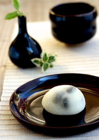 Kuro Mame Daifuku Mochi by Okashi and Cats on Flickr.