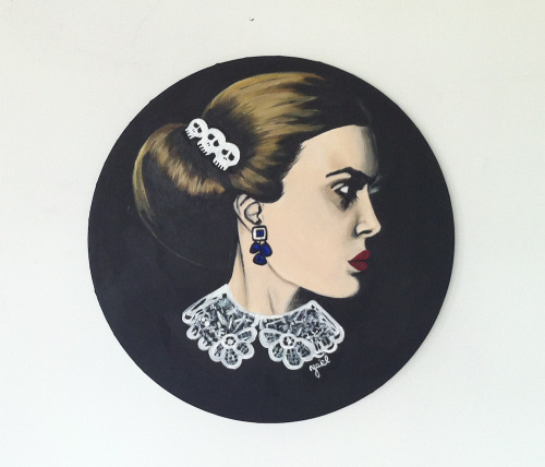 LOUISE Acrylic on round canvas. 50 x 50