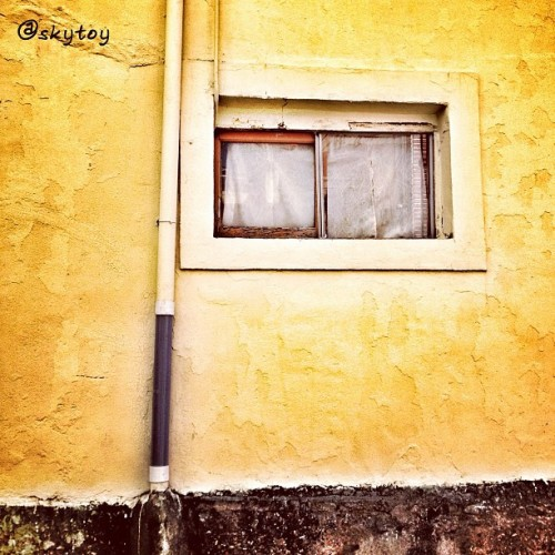 #korea #busan #window #perspective #yellow #wall #gf_daily_yellowsaturday_002 #hdr (Taken with instagram)