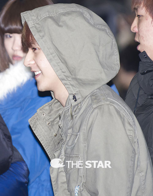 Source; The Star  BEAST Dong Woon @ KARA's concert 'KARASIA' (120218) ^^