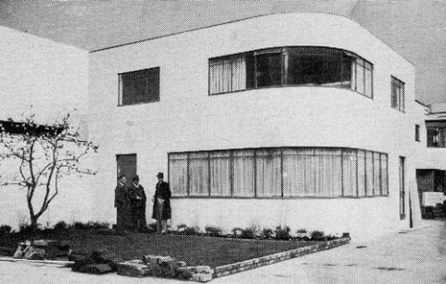 "An ""Ideal Home"" designed in 1934. modernism-in-metroland:  Sunspan House, Daily Mail Ideal Home Exhibition (1934) by Wells Coates The first Sunspan Home designed by Canadian architect Wells Coates. Surviving examples exist in Esher and New Malden. Coates also designed the Lawn Road Flats, Hampstead and the Palace Road Flats, Kensington.  Image from Design Museum. #modernism #architecture"