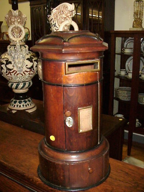Loving this antique post box!