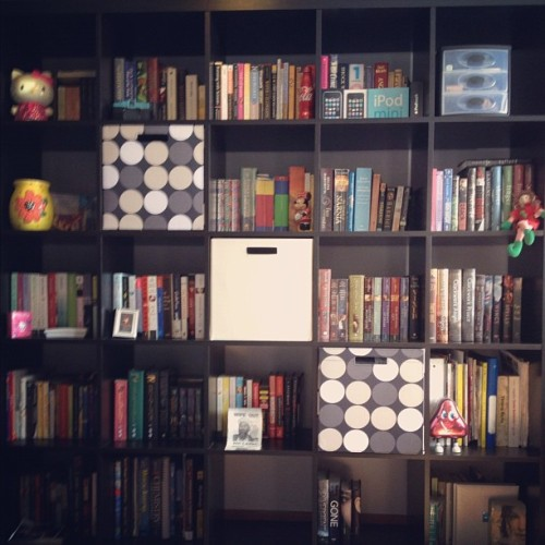 fuckyeahgaby:  I love my book shelf ❤ (Taken with instagram)