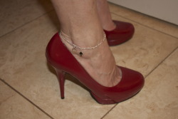greg69sheryl:  A Queen of Spades anklet always goes well with red pumps. (via slutwifegallery):  Slutwife!!!! naughtyrat:  My GF with her valentines day present on. You can get this anklet, plus lots of other sexy stuff at http://www.nipplecharms.com/