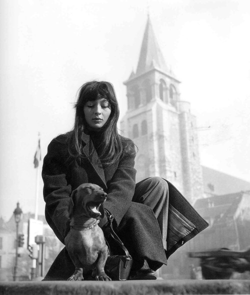thiscitycalledearth:   theconstantbuzz: Juliette Gréco, by Robert Doisneau, Paris.