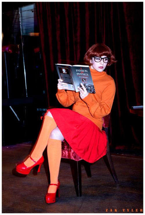 Velma cosplay.