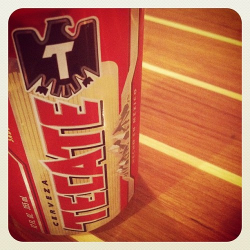 cerveza con carácter #photoadaychallenge day 18 #drink #febphotoaday #time2flycalifornia #vacation #iphoneography #havingfun  #instagram #puertoricotocalifornia #california #sanfrancisco #beer #tecate (Taken with Instagram at tacko)