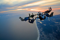 imaginaryenemy-:  Skydiving, 7-way sunset at the beach (by divemasterking2000)