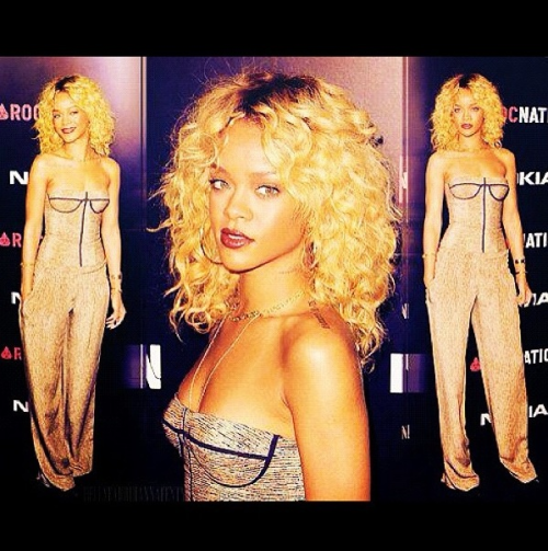 Rihanna; loving her hair!
