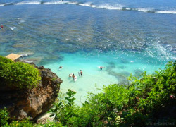 flaurea:  tsunami-bay:  white-beaches:  Uluwatu, Bali  queued away at the sunshine coast actually doing something for summer c;   http://flaurea.tumblr.com