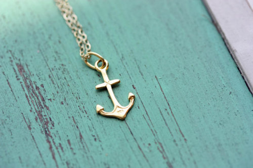 I really want an anchor necklace.