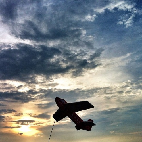 Learn to fly.. #iphonesia #ikaskus #instagramhub #ink361 #instago #sky #plane (Taken with instagram)