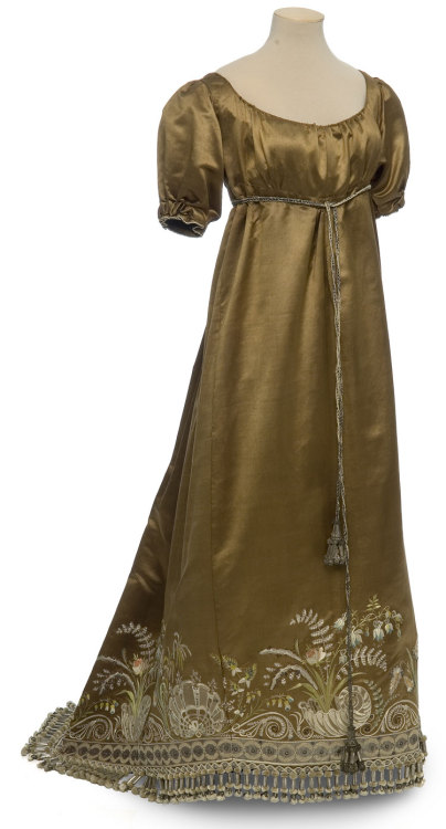 Evening dress, ca 1810 France, Les Arts Décoratifs