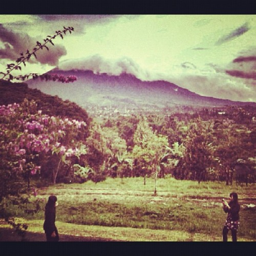 #puncak #bogor #twinsister #instadaily #instagram #iphoneography #iphonesia (Taken with instagram)