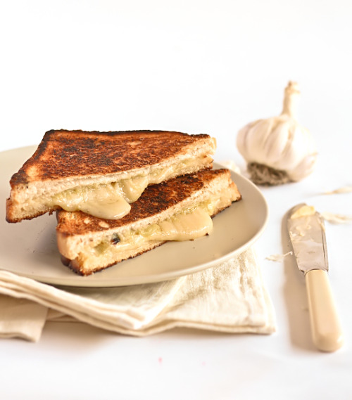 Roasted Garlic & Gruyère Cheese Toasties (Grilled Cheese Sandwiches), best snack ever. http://www.raspberricupcakes.com/2012/02/roasted-garlic-gruyere-cheese-toasties.html