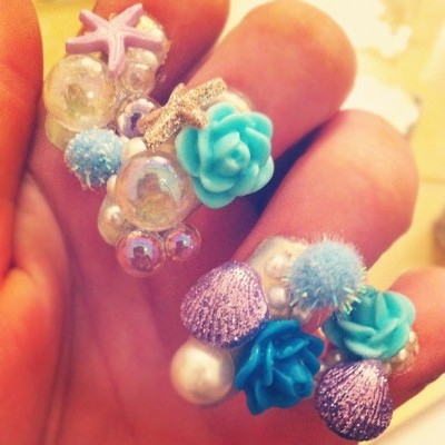 tokyowhorepolice:  Mermaid 🐚LYFE (Taken with instagram)  I want my nails like this :c