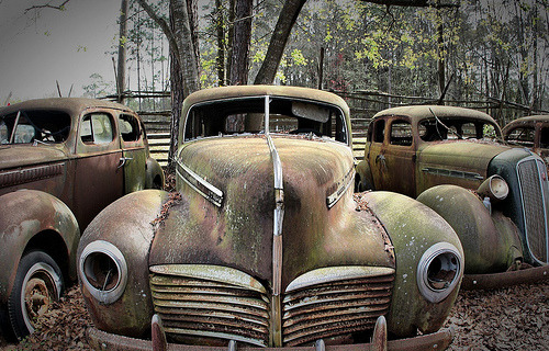 and-the-distance:  Old rusty cars