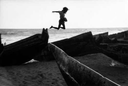 Martine Franck, The beach at Puri, Orissa, India, 1980