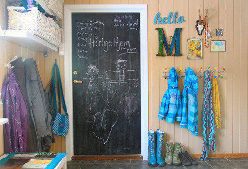 happy messy garage entryway (via an-magritt)