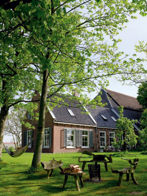 (via an old farmhouse in the dutch country side | the style files)