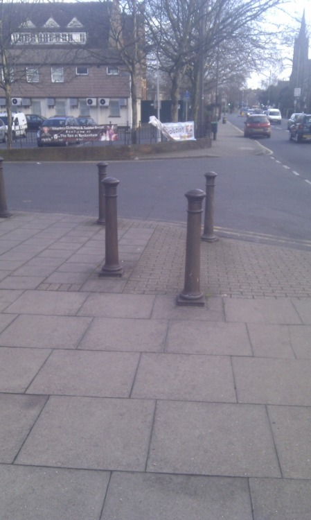How many bollards is too many bollards? 要多少根才算太多?